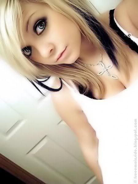 emo, blonde girl posing1